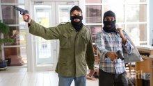 """ДРЪЗКО: Бандитите, обрали """"Билла"""" в Пловдив, влезли в магазина като у дома си"""