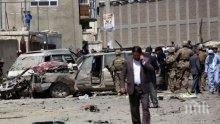 Кола-бомба уби петима и рани 32-ма в Афганистан