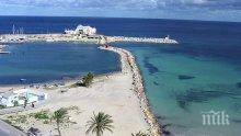 Мерки: Властите в Тунис забраниха къпането в морето