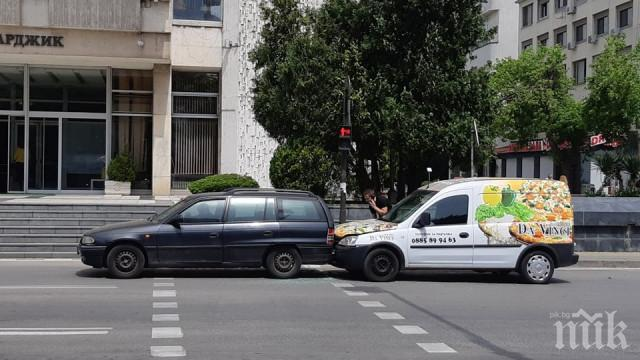 Пицар чукна отзад свещеник в Пазарджик