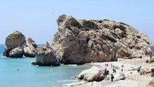 Кипър дава начало на плажния сезон със строги изисквания заради коронавируса