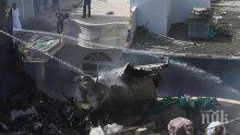 Още броят жертвите на зловещата самолетна катастрофа в Пакистан (СНИМКИ)