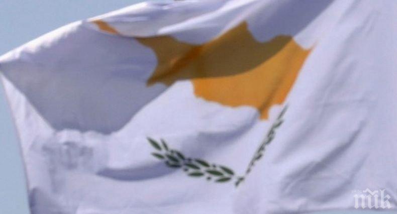 Кипър възобновява полетите от определени страни следващия месец
