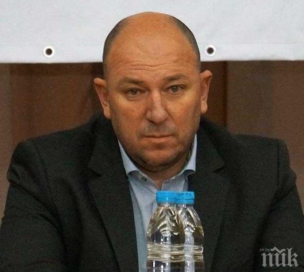 НОВО ЧУДО! Вместо да гради, депутат ще руши канализацията на хората в Петричко (ВИДЕО)