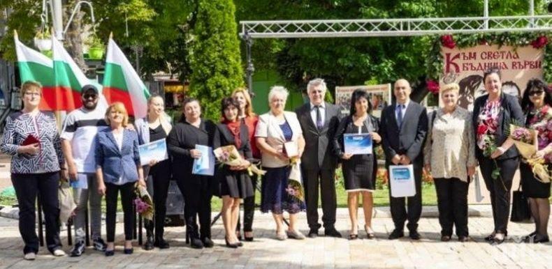 Изявени ученици и заслужили учители получиха награди от Община Мездра
