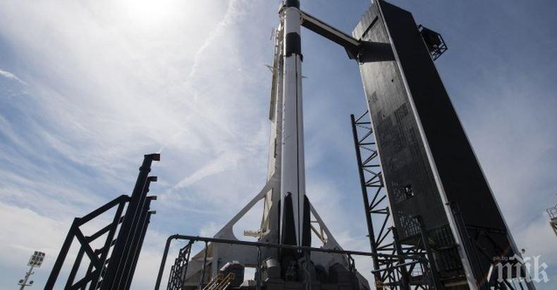 """НАСА одобри изпитателен полет на пилотирания кораб """"Дракон"""""""