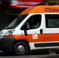 """ОТ ПОСЛЕДНИТЕ МИНУТИ: """"Опел Астра"""" помета възрастна жена до мол в Бургас"""