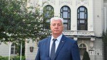 В ПЛОВДИВ: Кметът Зико ляга пръв в акция по кръводаряване