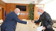 Ген. Мутафчийски прие ново дарение за ВМА от бизнесмена Петър Манджуков (СНИМКИ)