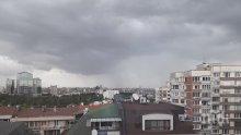 Страшна буря се изви в София - изсипва се проливен дъжд (СНИМКИ)