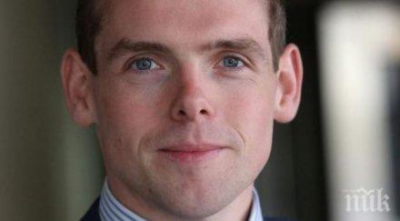 Британски министър хвърли оставка като протест срещу наглия съветник на Борис Джонсън, нарушил карантината