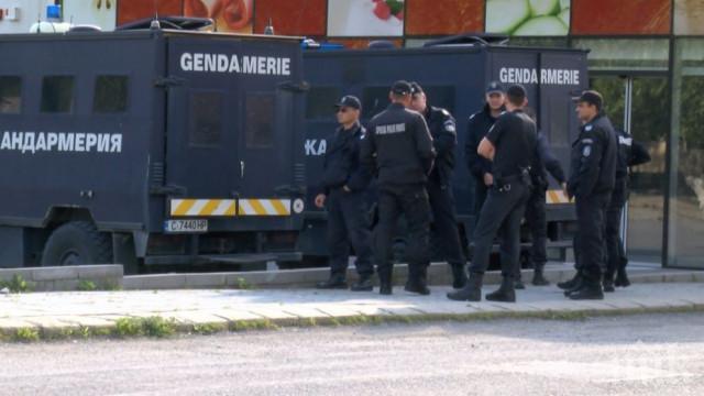 ОТ ПОСЛЕДНИТЕ МИНУТИ: Жандармерия се изсипа пред РИОСВ в Пловдив