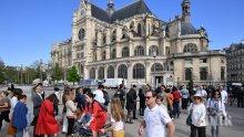 """Отварят за посетители площада пред катедралата """"Нотр Дам"""""""