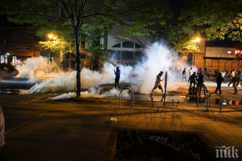 Размириците се разгарят в САЩ - въведоха полицейски час в няколко града (СНИМКИ)