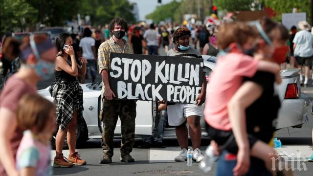 Извънредно положение в Минеаполис! Градът ври и кипи след смъртта на арестуван афроамериканец - изкараха по улиците бойци от Националната гвардия (ВИДЕО/СНИМКИ)