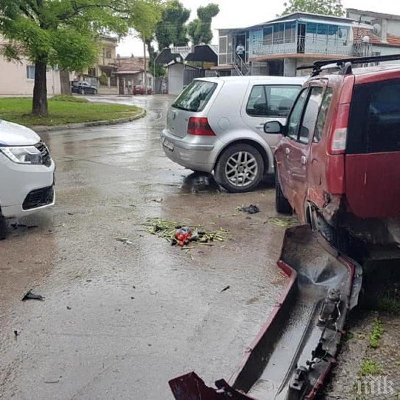 Шофьор без книжка помля 8 автомобила, блъсна жена