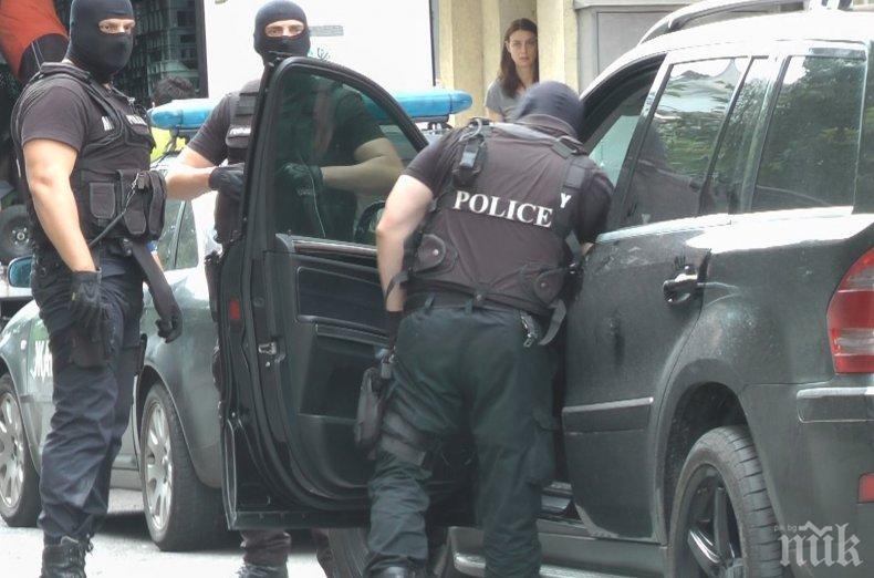 Спецакцията в Добрич: Градът блокиран с две КПП-та, проверяват се черни автомобили
