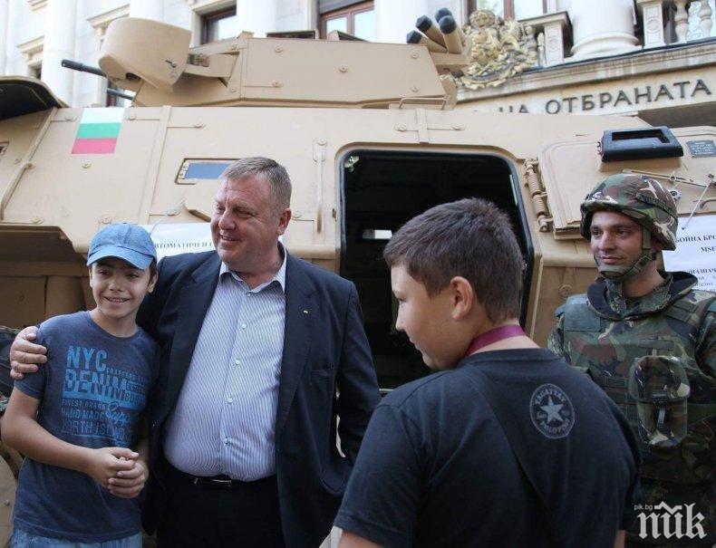Вицепремиерът Каракачанов с поздрав към децата