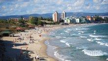 ПЪЛНО БЕЗОБРАЗИЕ: Шезлонг и чадър на родното Черноморие за 64 лева (СНИМКА)