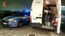Полицаи в Италия спасиха 49 нелегални кутрета в микробус (ВИДЕО)