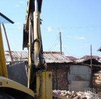 Сринаха незаконните коптори до КАТ в Пловдив (СНИМКИ)