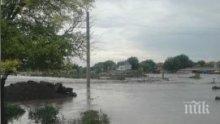 Наводнение в Тутракан, улиците са под вода