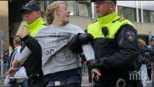 Полиция разпръсна демонстранти край статуя на офицер от колониалната епоха в Нидерландия