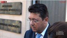 ЕКСКЛУЗИВНО В ПИК TV: Уличеният в далавери с Бобоков секретар на Радев избяга като мишка от ПИК през мазето на Би Ти Ви (ОБНОВЕНА)