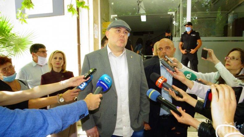 ПЪРВО В ПИК TV: Главният прокурор Иван Гешев отговори на атаките на Румен Радев: Президентът призова да се разследва корупцията. Сега той да отговаря, политици не коментирам (ВИДЕО/СНИМКИ/ОБНОВЕНА)