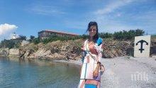 Яна Маринова на разходка с лодка за Острова на тайните (СНИМКИ)