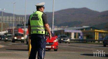 пътна полиция погва мотористите