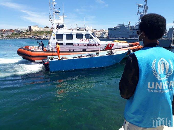 Над 70 мигранти акостираха на италиански остров