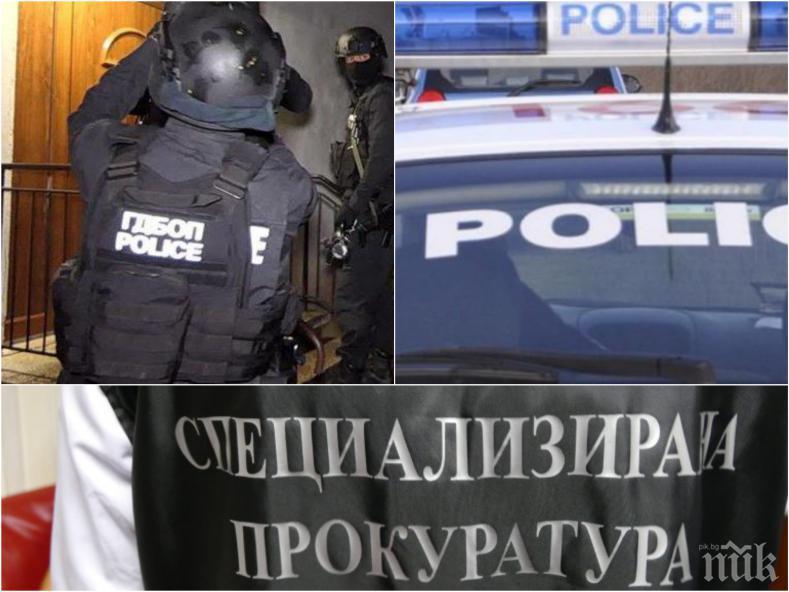 ГОРЕЩО В ПИК: Мощната акция в Бургас заради сигнал за тероризъм - ДАНС и ГДБОП разплитат готвен атентат! Един е арестуван, задържани са десетки младежи (ОБНОВЕНА)