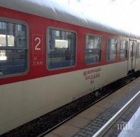 Нападнаха влак с камъни, пострадаха две момичета на 19 години