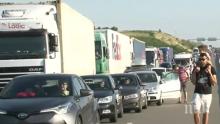 """АД НА ГРАНИЦАТА! 12 км опашка на """"Кулата"""" към Гърция"""