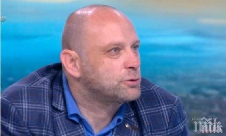 """Тити Папазов лепна петно върху """"Левски"""""""