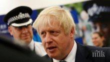 Борис Джонсън се подстрига и отиде на пъб след свалянето на ограниченията във Великобритания