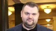 Делян Пеевски дари респиратори и облекла за Скопие