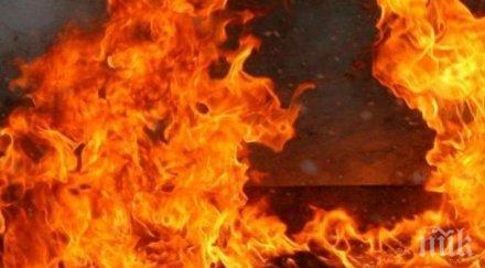 ОТ ПОСЛЕДНИТЕ МИНУТИ: Пламна покривът на операта в Русе (ВИДЕО)