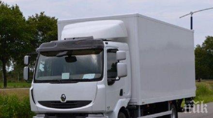 Камион запецна на пътя Русе - Търново
