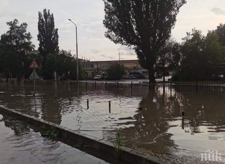Порой наводни Добрич - улиците се превърнаха в реки