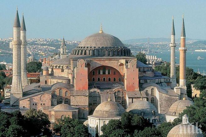 """Покриват иконите в """"Света София"""" със завеси, първата молитва - на 24 юли"""