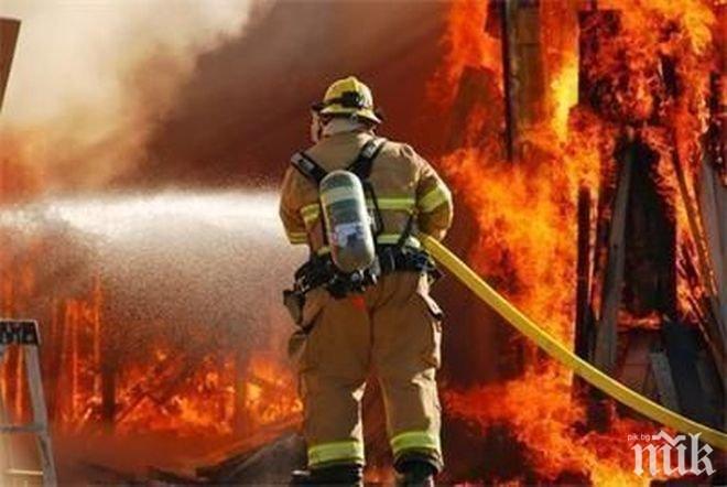 Пожар изпепели къща