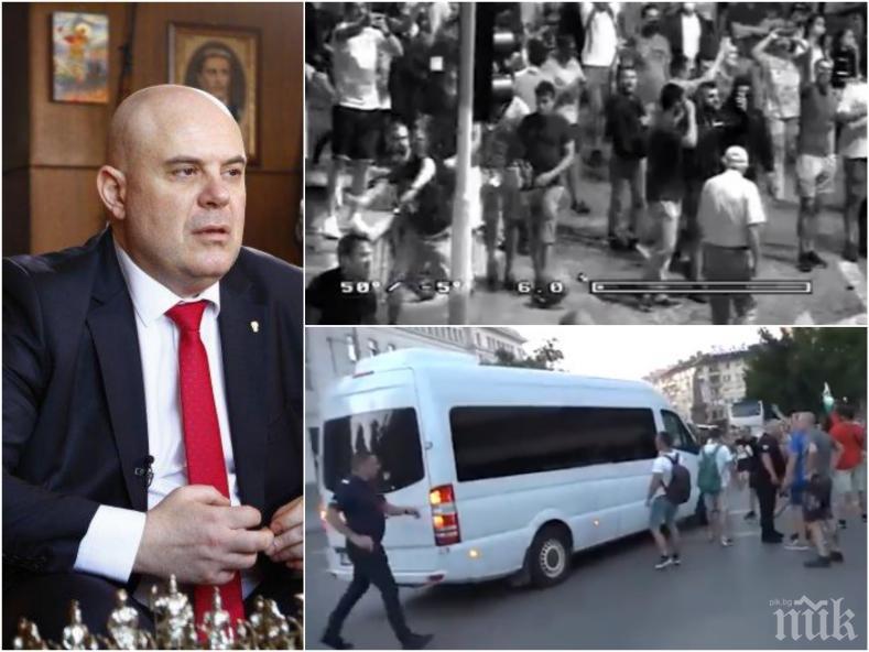 ИЗВЪНРЕДНО В ПИК: Гешев подкрепи полицаите за действията им срещу платените агитки на Черепа - вижте шокиращи кадри от провокациите (ВИДЕО)