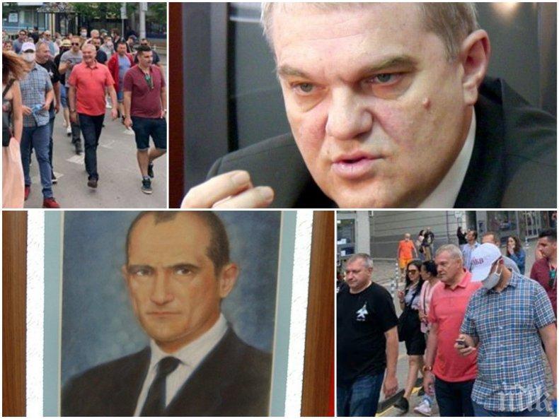 Румен Петков аватар на Васил Божков на протестите - бившият червен шеф на МВР пръв приятел на хазартния бос, вижте какво му е подарил (УНИКАЛНИ СНИМКИ)