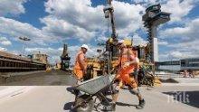 ТОТАЛНА МИЗЕРИЯ: Български работници живеят без вода и тоалетна на строеж в Германия