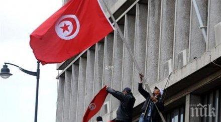 премиерът тунис хвърли оставка