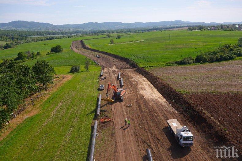 Газовата връзка Гърция-България бележи сериозен напредък - доставени са 100 км тръби (СНИМКИ)