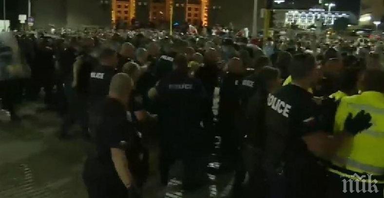 СИГНАЛ ДО ПИК: Полицай почина след протестите