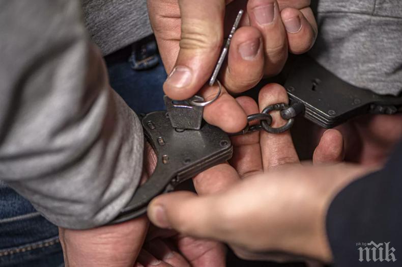 АКЦИЯ ВЪВ ВАРНА! Задържаха главен инспектор от НАП заради подкуп